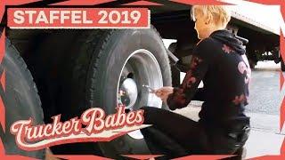 Brita hat Probleme mit ihrem Reifen: Es fehlen ihr 1,4 bar | Trucker Babes | kabel eins