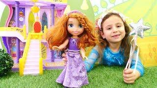Elsa ve prenses Sofia partisi. Prensesler baloya hazırlanıyorlar