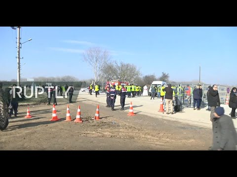Live from Turkey-Greece border as refugees wait to cross