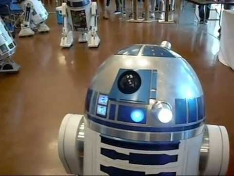 Lost in Space, R2 D2 interview and more Robots! at the Maker