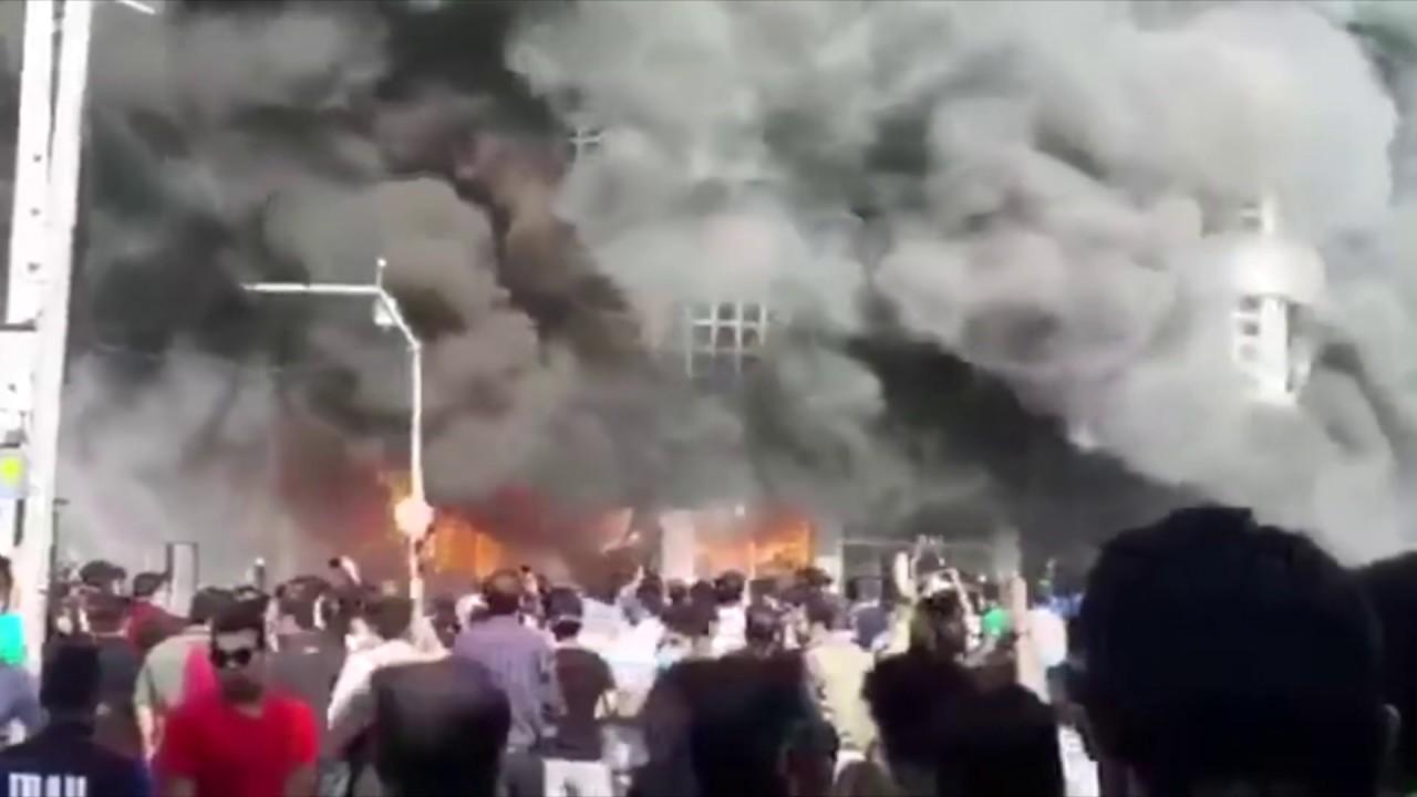 В Иране в ходе протестов сожгли здание банка