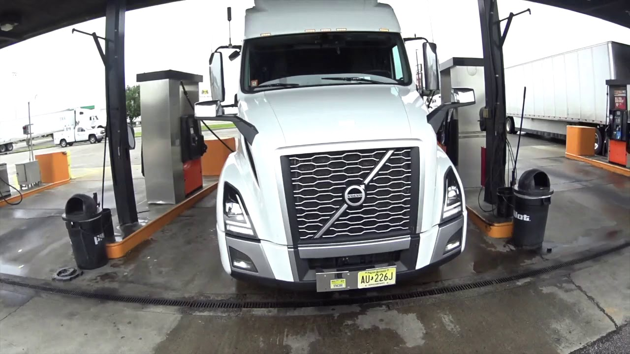 2020 Volvo VNL 860 | Northeast Again | Fuel stop - YouTube
