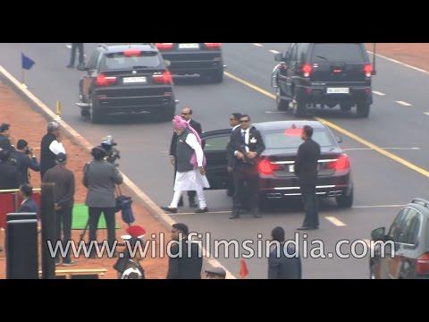 PM Narendra Modi breaks protocol, walks down Rajpath to greet people