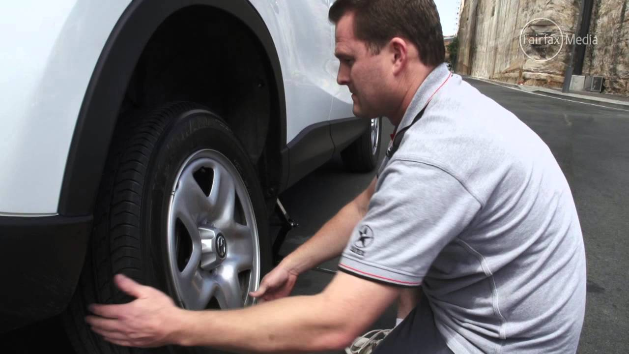 how to change a car tyre | drive.au