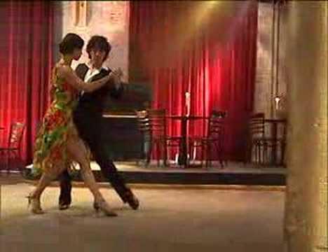 Ester y Chiche bailando el Tango Tanguera - Chiche's version   www urquiza com