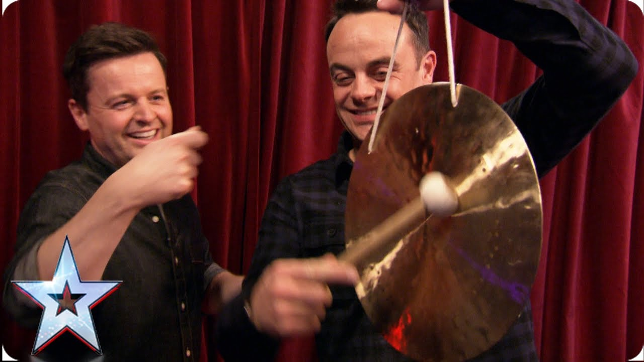 Stephen challenges Ant & Dec to a tense game of Yes / No | Auditions | BGMT 2019