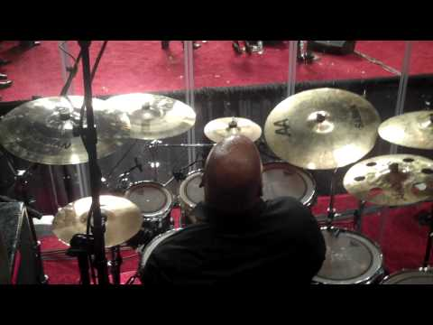 CALVIN RODGERS!! Fred Hammond Medley (1/2) - 104th COGIC Holy Convocation Midnight Musical