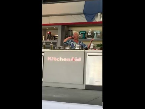 Singing Karaoke with Anne Burrell at the 2016 South Beach Wine & Food Festival