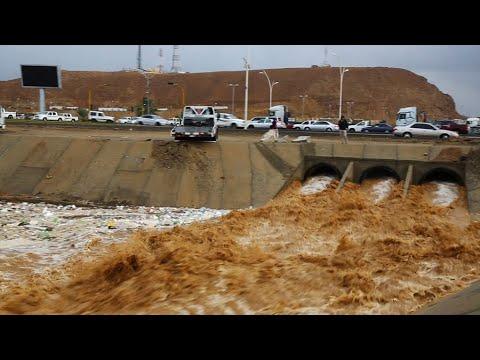 عواصف غزيرة وسيول قويه أحداث المنخفض الجوي شمال غرب #السعوديه #تبوك يومي ٢٧ و٢٨ يناير ٢٠١٩م
