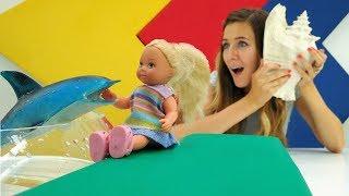 Barbie muñecas van al oceanario. Vídeos para niñas.