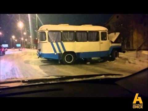 Hyundai залетел под автобус, ДТП Красный путь, Омск