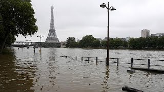 Tourist attractions in Paris close due to flood threat