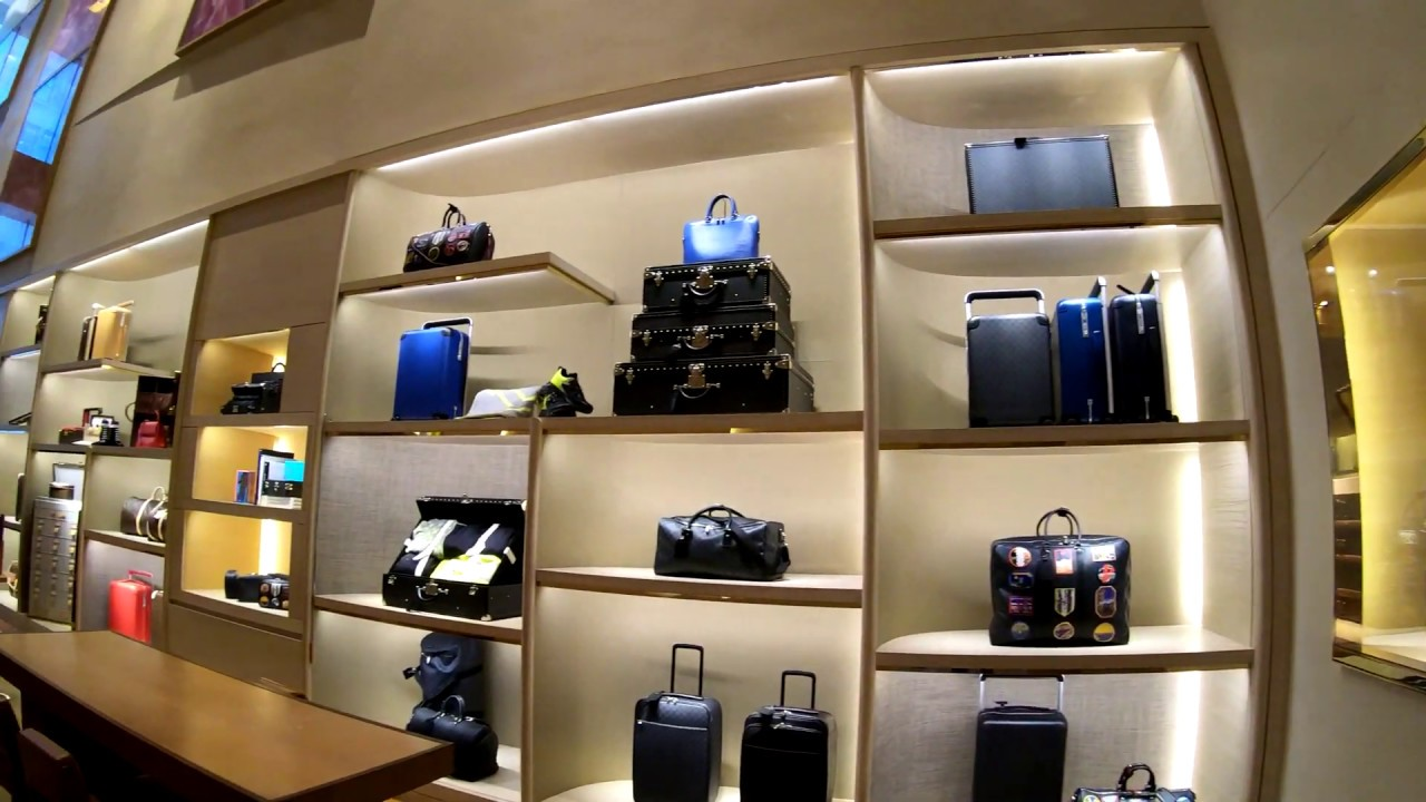 f1aa435d6874 ⁴ᴷ⁶⁰ Walking Tour of the Louis Vuitton Fifth Avenue Store