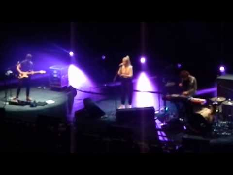 London Grammar - Sights - ( The Wiltern, Los Angeles on May 18th 2014)