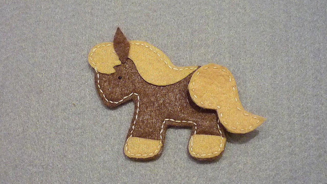 Make a felt horse application diy crafts guidecentral for Cool things made out of horseshoes