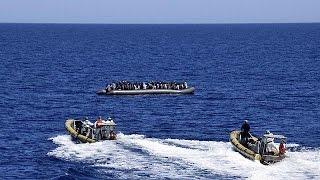 غرق قارب ممتلئ باللاجئين قبالة سواحل إيطاليا
