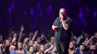 Luke Combs-When It Rains It Poors/Must've Never Met You @Thompson Boling Knoxville, 15 February 2019