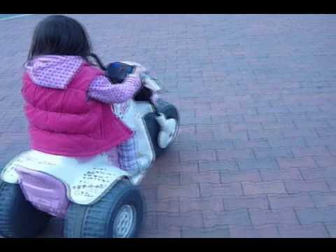 Valentina Martinez Montando Moto