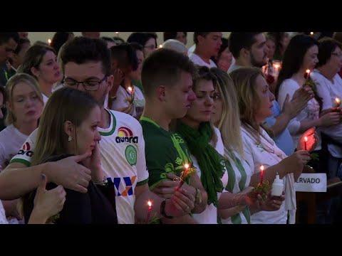 Chapecó honra seus heróis um ano após tragédia