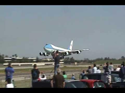 Air Force One Landing at Long Beach CA. (3-18-09)