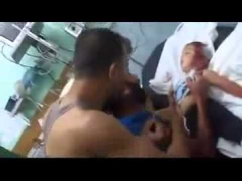 [GRAPHIC] Painful video of #father crying over his dead #child in Gaza