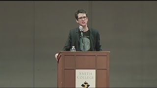 Rachel Maddow greeted by big crowd at Smith College