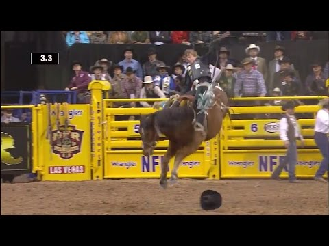Ryder Wright Wins 2 Rounds in a Row | WNFR 2016 | Saddle Bronc