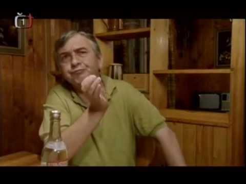 Miroslav Donutil jako zarytý komunista v povídce Dobrá zpráva