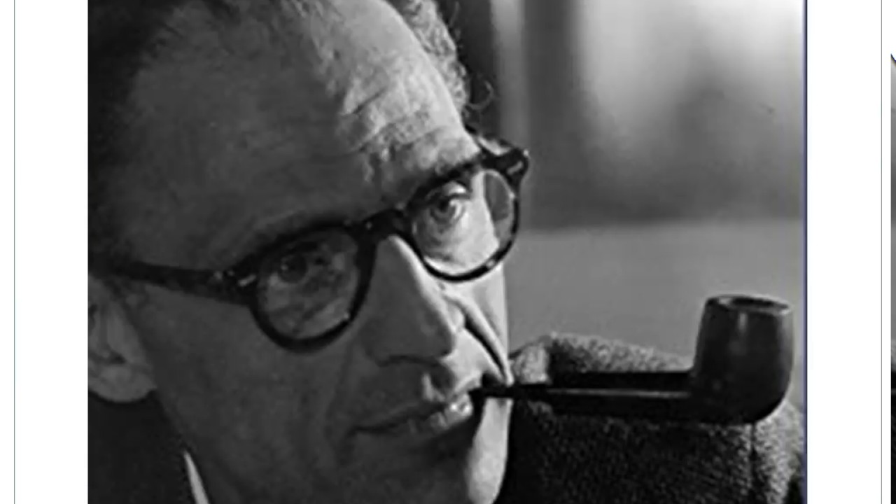 arthur miller common man essay Tragedy and the common man by arthur miller who experiences tragedy-miller points out that many times we seem to disregard tragedy it won't happen to us.