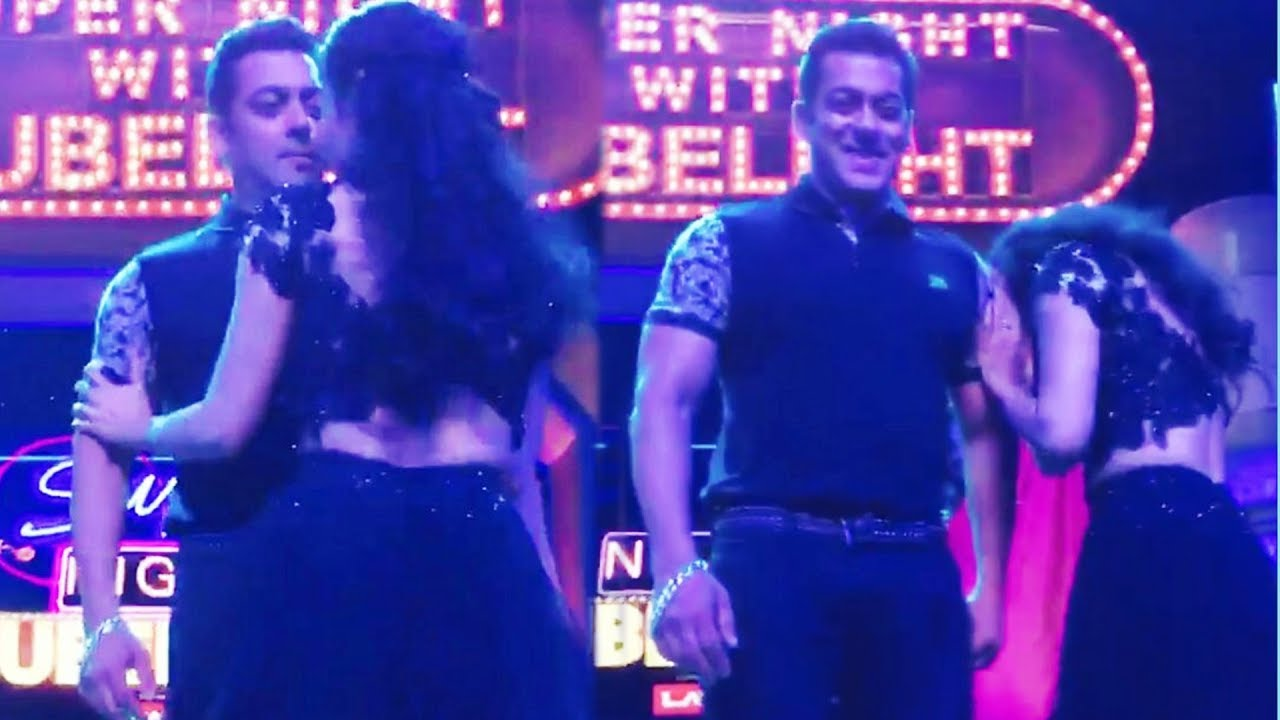 Photo : Salman Prank With Mouni Roy