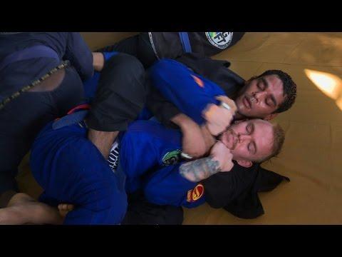 Le jiu-jitsu brésilien séduit aux quatre coins du monde. Durée: 02:13