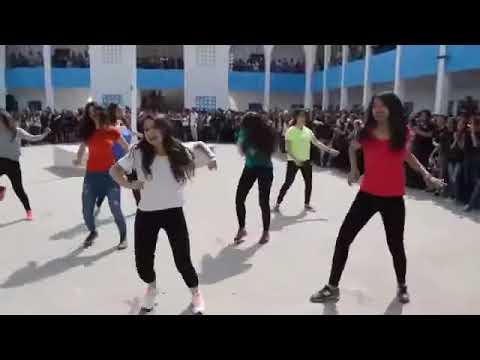 un groupe de 11 tré jolie filles tunisienne dance a la française a l'école