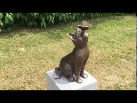 Bronzen kat | Beeld kat met vlinder | Katten beelden kopen ... | 480 x 360 jpeg 18kB