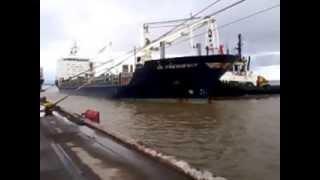 Navio atracando no porto do itaqui