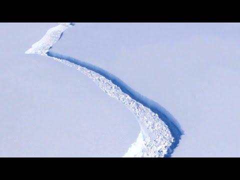 Huge iceberg breaks off Antarctic ice shelf
