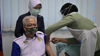 Ismail Sabri, panglima ATM terima vaksin