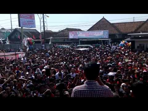 Jokowi Diantara Lautan Manusia Di Pasar Sokaraja Cilacap