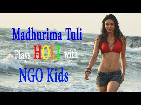 madhurima-tuli-celebrates-holi-with-ngo-kids