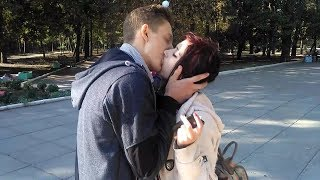 Download Video Sexy kissing prank!!with beautiful girl!! MP3 3GP MP4
