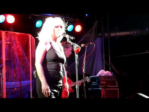 Blondie Please Please Me a Beatles Cover live O2 Academy Liverpool 1st August 2011
