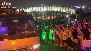 Gia đình Vương Tuấn Khải đến xem concert 6 năm ở Thẩm Quyến