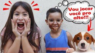 MARIA CLARA FINGE SER BABÁ POR UM DIA COM MENINO LEVADO 👶 Pretend to play nanny!!!