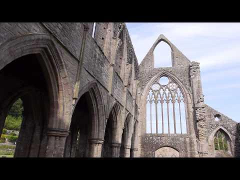 Castles from the Clouds: Tintern Abbey - Cymru o'r Awyr: Abaty Tyndyrn