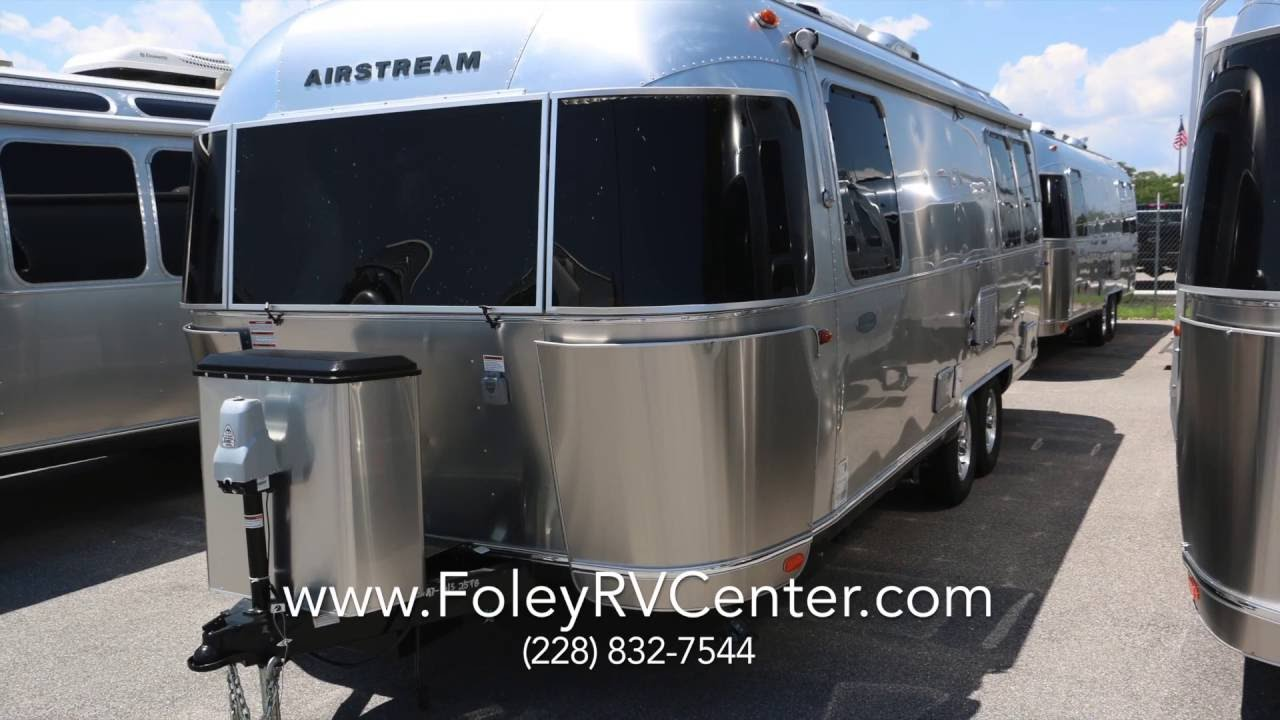 Awesome 2017 Airstream Flying Cloud 25FB | Doovi