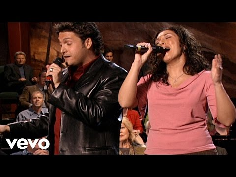 Bill & Gloria Gaither - All Hail the Power of Jesus Name [Live]