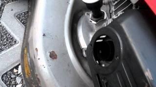 Видео Honda HRG 415C SD governor spring problem mower (автор: szlukaszck)