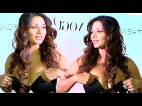 Tanisha Mukherjee Deep Cleavage Show | Tanisha Mukherjee Rare Video | News Bucket thumbnail