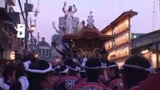 岸和田っ子が一年間待ちこがれた、岸和田だんじり祭。 早朝6時、岸和田...