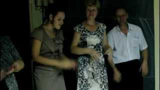 На свадьбе муж посвящает жене песню их начало встреч