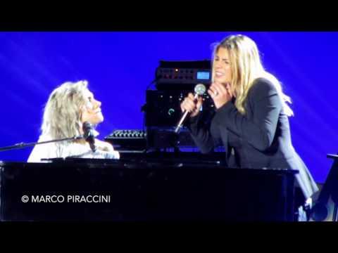 """ELISA & EMMA: """"L'anima Vola"""" live - Amiche in Arena"""